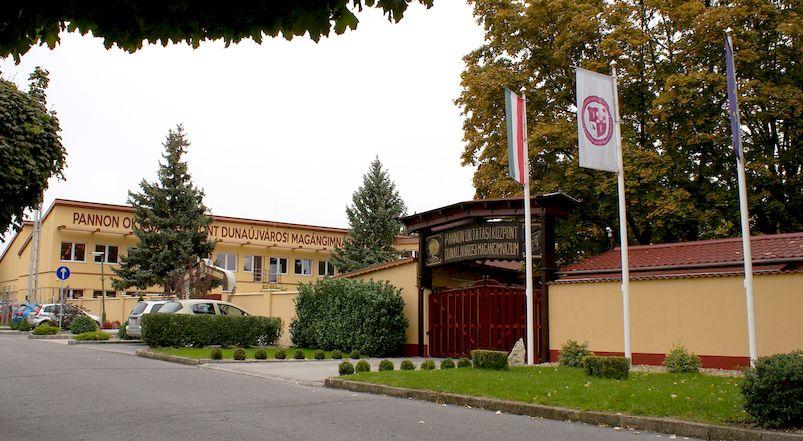 Pannon Oktatási Központ Gimnázium (székhely) 2400 Dunaújváros, Pannon kert 1.